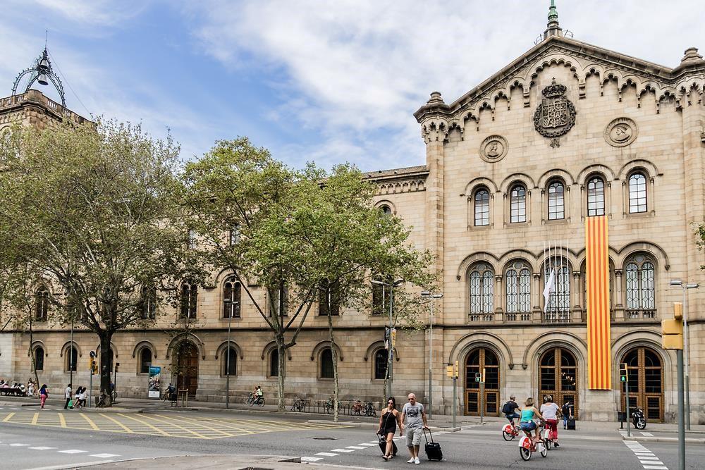 Barcelona là nơi tọa lạc của Đại học Barcelona nổi tiếng