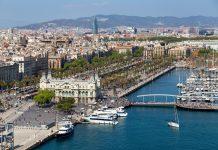 Cảng Barcelona khi nhìn từ xa