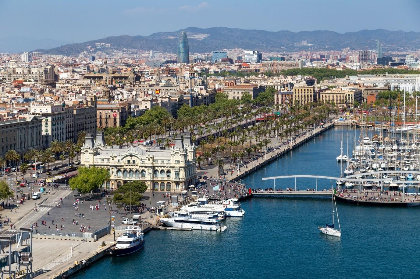 Barcelona là thành phố nổi tiếng của Tây Ban Nha