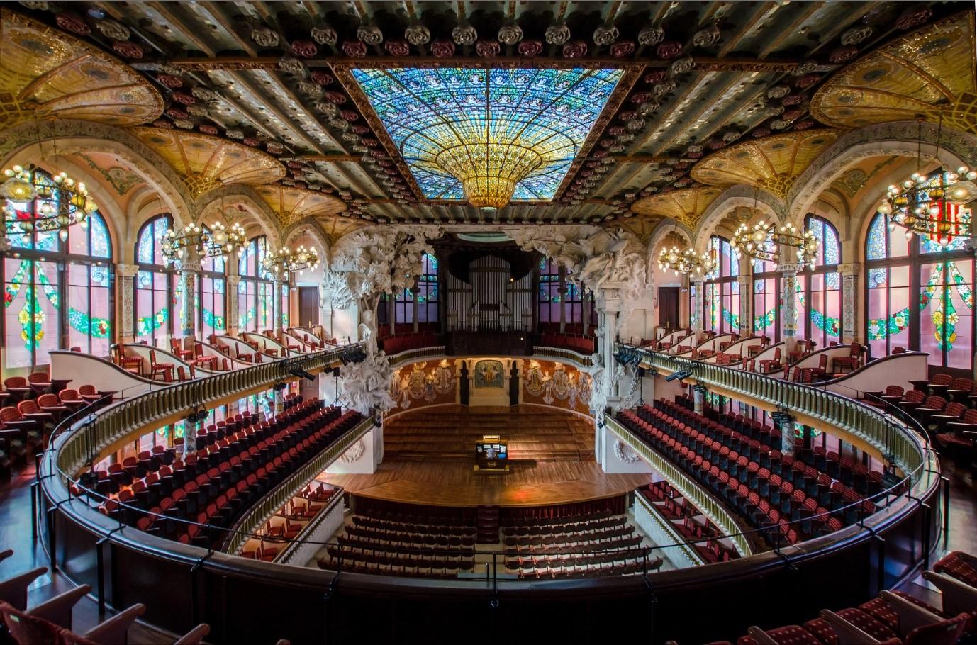 Bên trong Cung điện Âm nhạc của Bacerlona